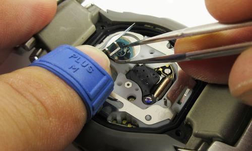 リチウム電池を取り外している写真