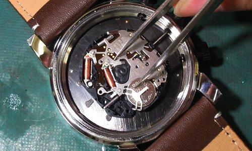 acとバッテリーのプラスを接触させる方法