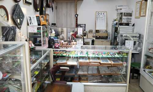 シミズ時計メガネ店の店内画像
