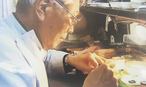 森時計店の時計修理光景
