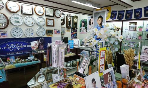 浅沼時計店の店内画像