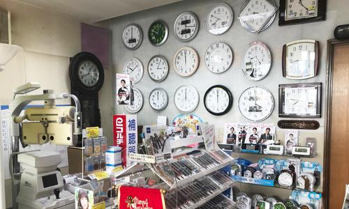 谷口時計メガネ店の店内