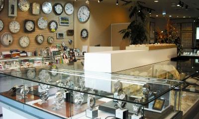 諫早市にあるイノウエ時計店の店内画像