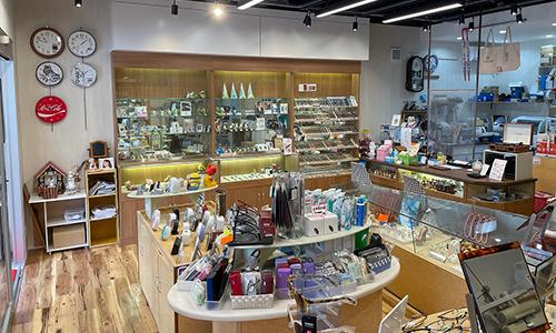 三光社時計店の店内画像
