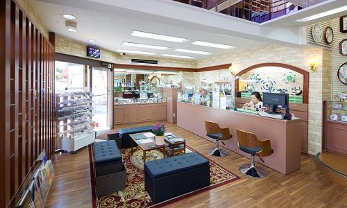 時計修理センター(とみた時計店)の店内画像