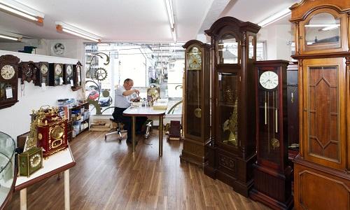 時計修理センター(とみた時計店)のアンティークコーナー