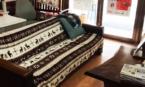 西沢時計店のソファー