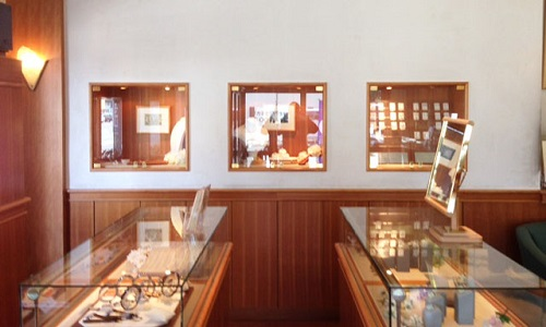 山本時計店の店内画像