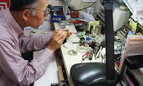 ナカダ時計店の修理光景