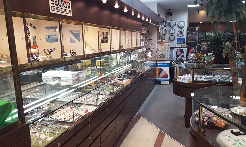 カシワ時計店の店内画像