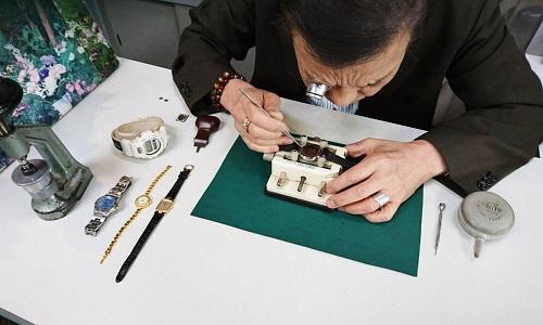 時計職人の画像