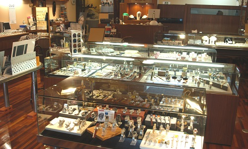 大岩時計店の店内画像1
