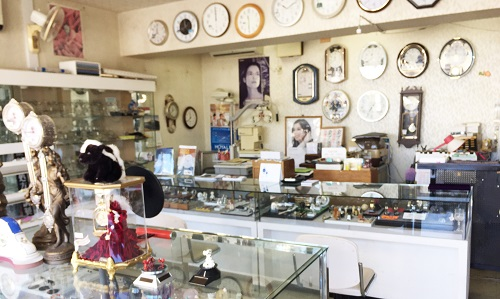清水時計店の店内画像